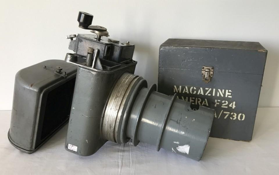 Lot 125 - An original WW2 Spitfire reconnaissance camera.