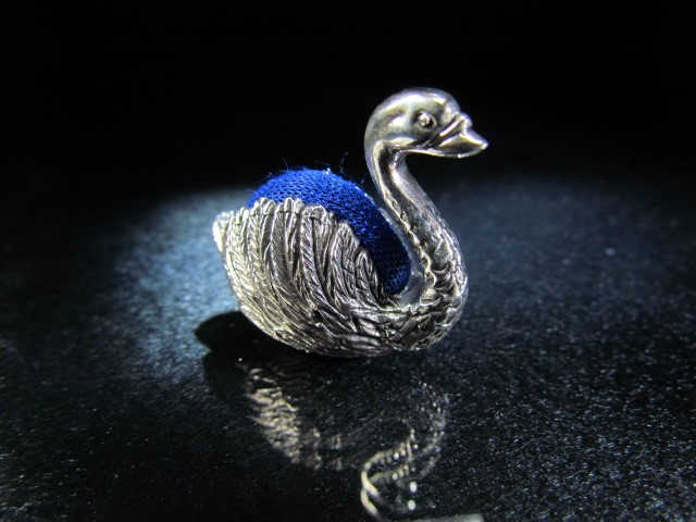 Lot 20 - 925 Hallmarked silver pin cushion in the form of a swan