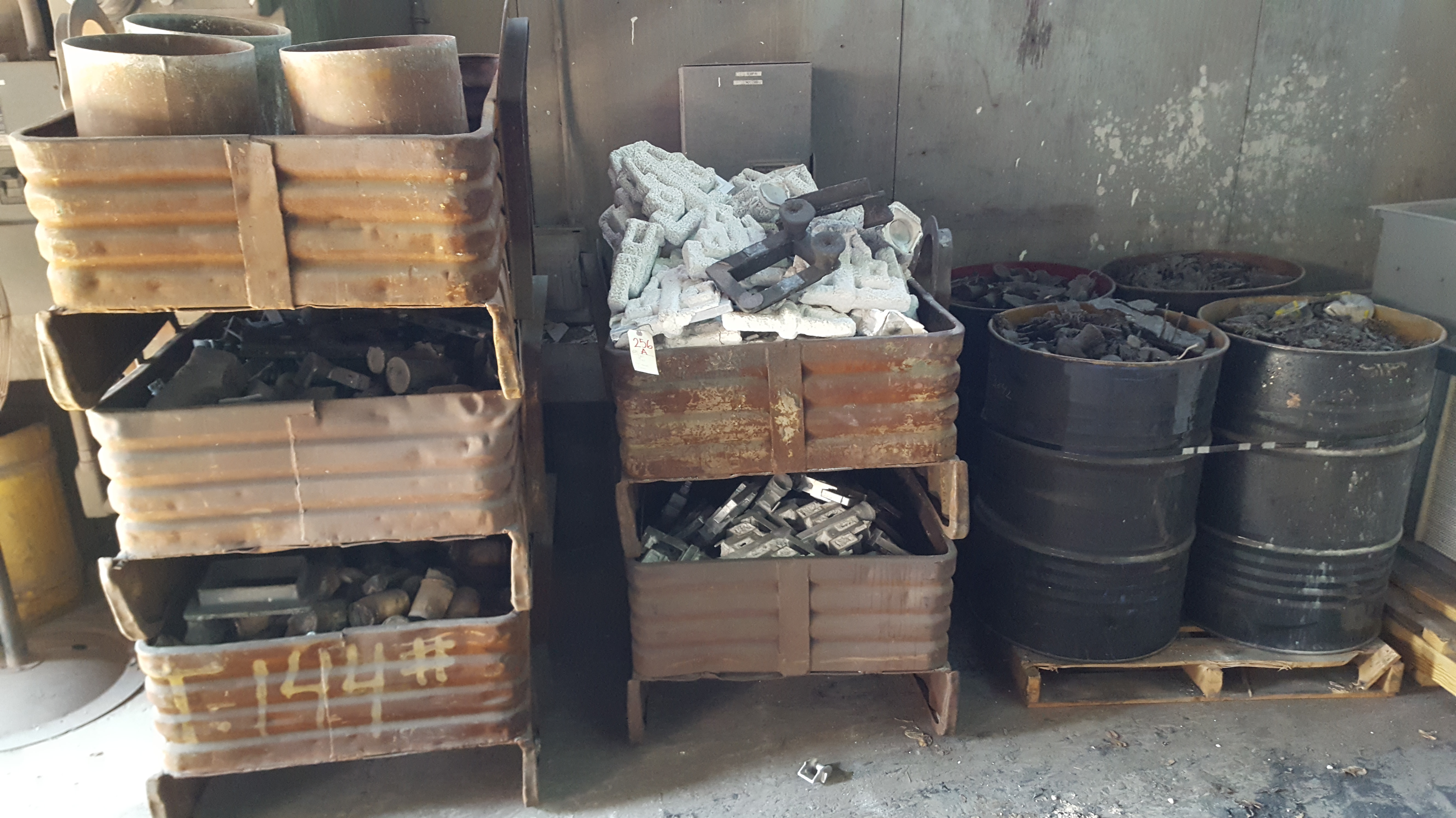 Lot 256a - 5 BINS WITH MOLDS AND PARTS