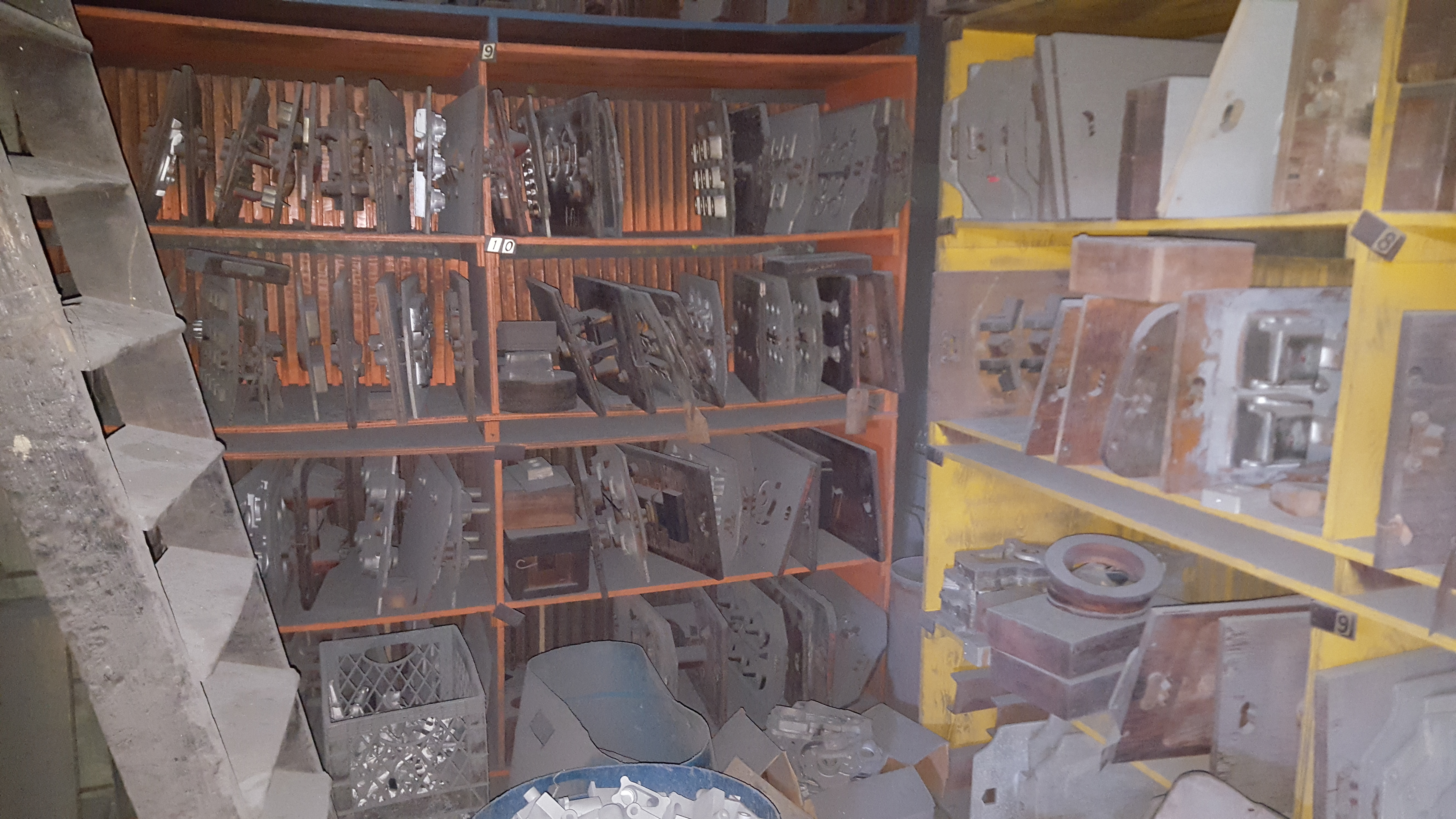 Lot 91 - ASST MOLDS PARTS IN ROOM