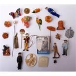 Konvolut WHW-Abzeichen Unter anderem Märchenfiguren, Berufsfiguren, Blumen, Tiere, etc.