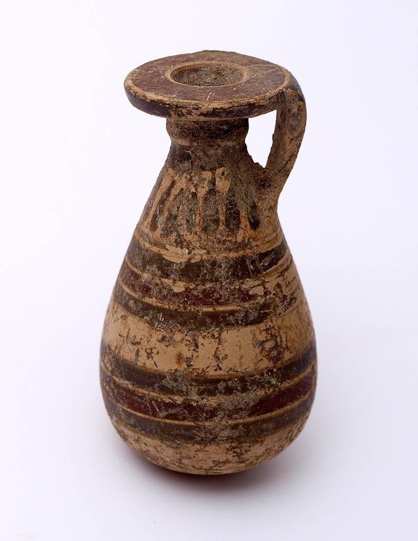 Los 57 - Korinthisches Alabastron, 6. Jhdt. v.Chr. Heller Ton mit umlaufenden Bändern. H.6cm. Intakt.