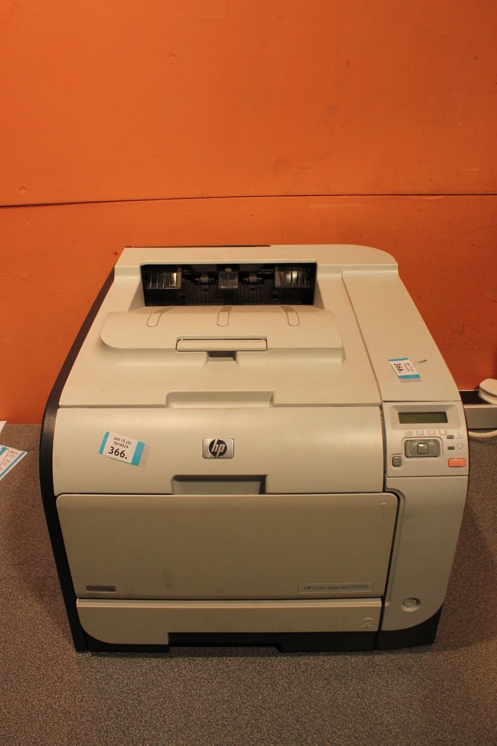 Lot 366 - HP Color LaserJet CP2025 Printer - USB - Network - Test Page Ok