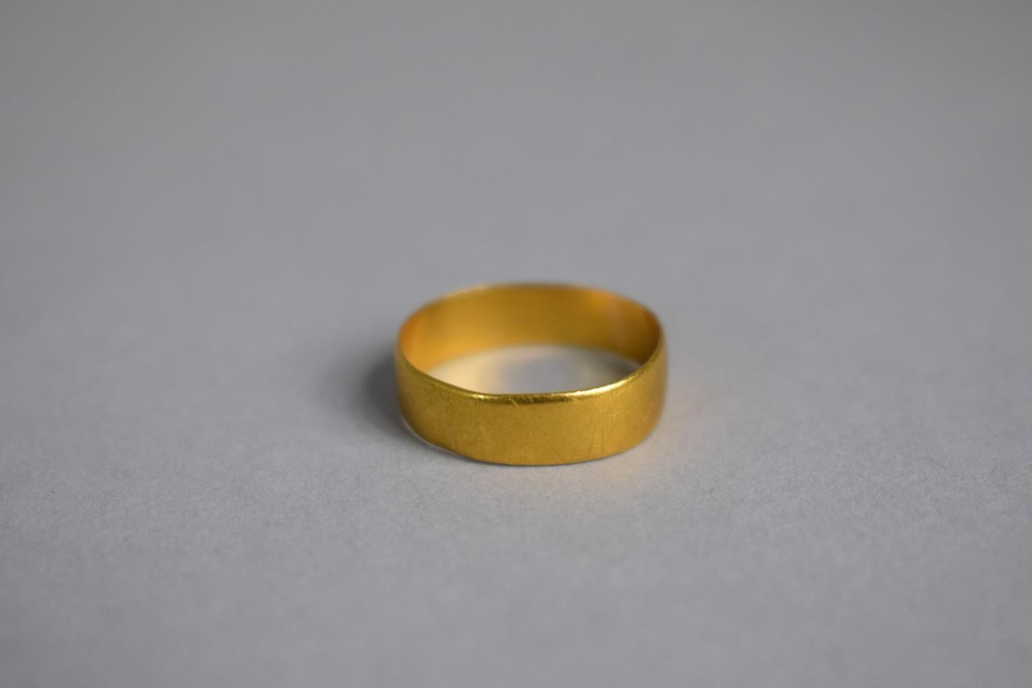 Lot 313 - A 22ct Gold Wedding Band, 2gms