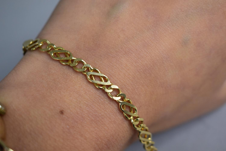 Lot 322 - A 9ct Gold Fancy Link Chain, 21cms Long, 6.7gms