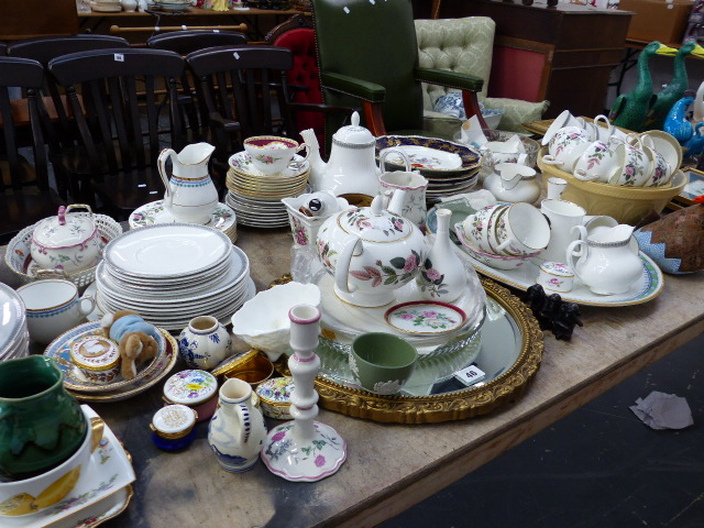 Lot 46 - A WEDGWOOD TEA SERVICE, A DOULTON PART TEA SERVICE AND OTHER CHINAWARES,ETC.