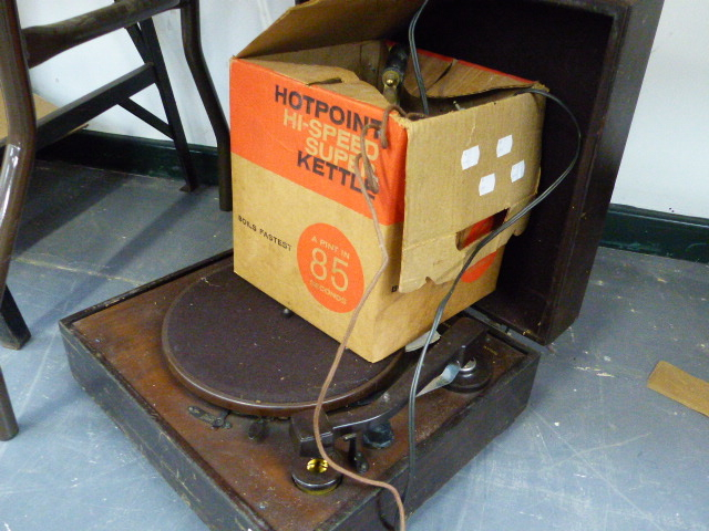 Lot 39 - A VINTAGE RECORD PLAYER AND KETTLE.