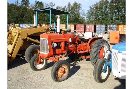 ALLIS CHALMERS D10 Antique Tractor, Rear Lift Arms, PTO, Gas