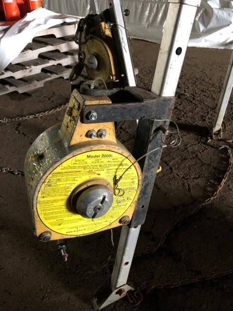 MSE Tripod Chain Hoist, Model #2005 - Image 2 of 3