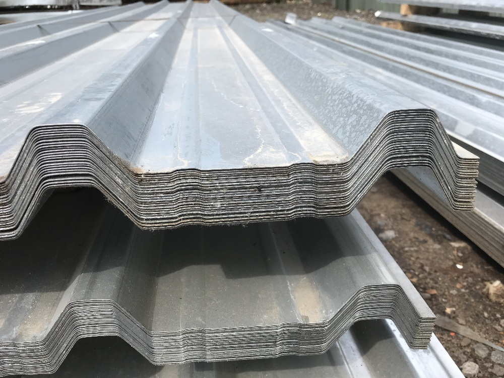 Lot 136 - Pack of 25no. 10ft galvanised box profile roof sheets