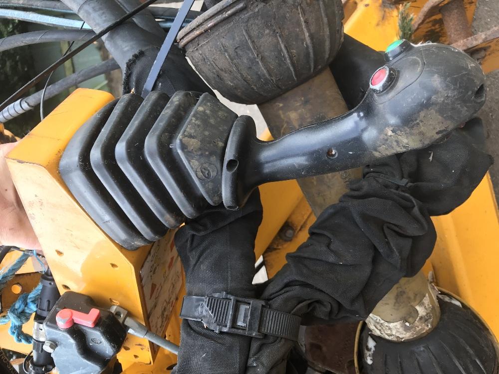 Lot 3 - BOMFORD HAWK HEDGE CUTTER YEAR 2011 SN;9062309