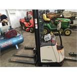 CROWN SX WAREHOUSE BATTERY PEDESTRIAN FORKLIFT TRUCK, YEAR 2016 BUILD, WITH CHARGER, 35NO REC HRS.