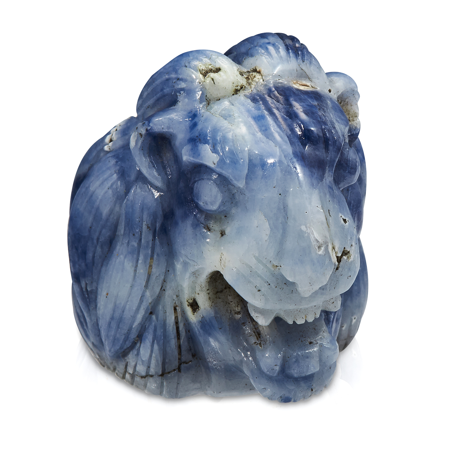 Los 324 - A 520 CARAT CARVED SAPPHIRE STATUE OF A LIONS HEAD, carved in detail to depict a lion roaring, 4.
