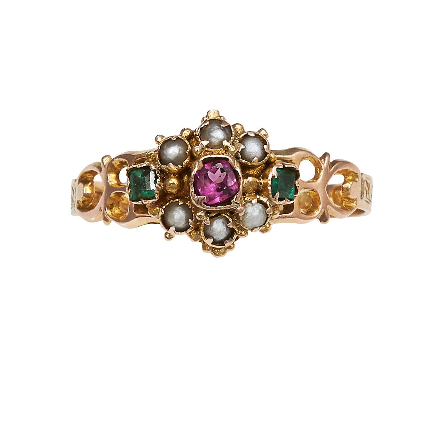 Los 15 - AN ANTIQUE GARNET, EMERALD AND PEARL RING, CIRCA 1870 in yellow gold, the principal garnet and pearl