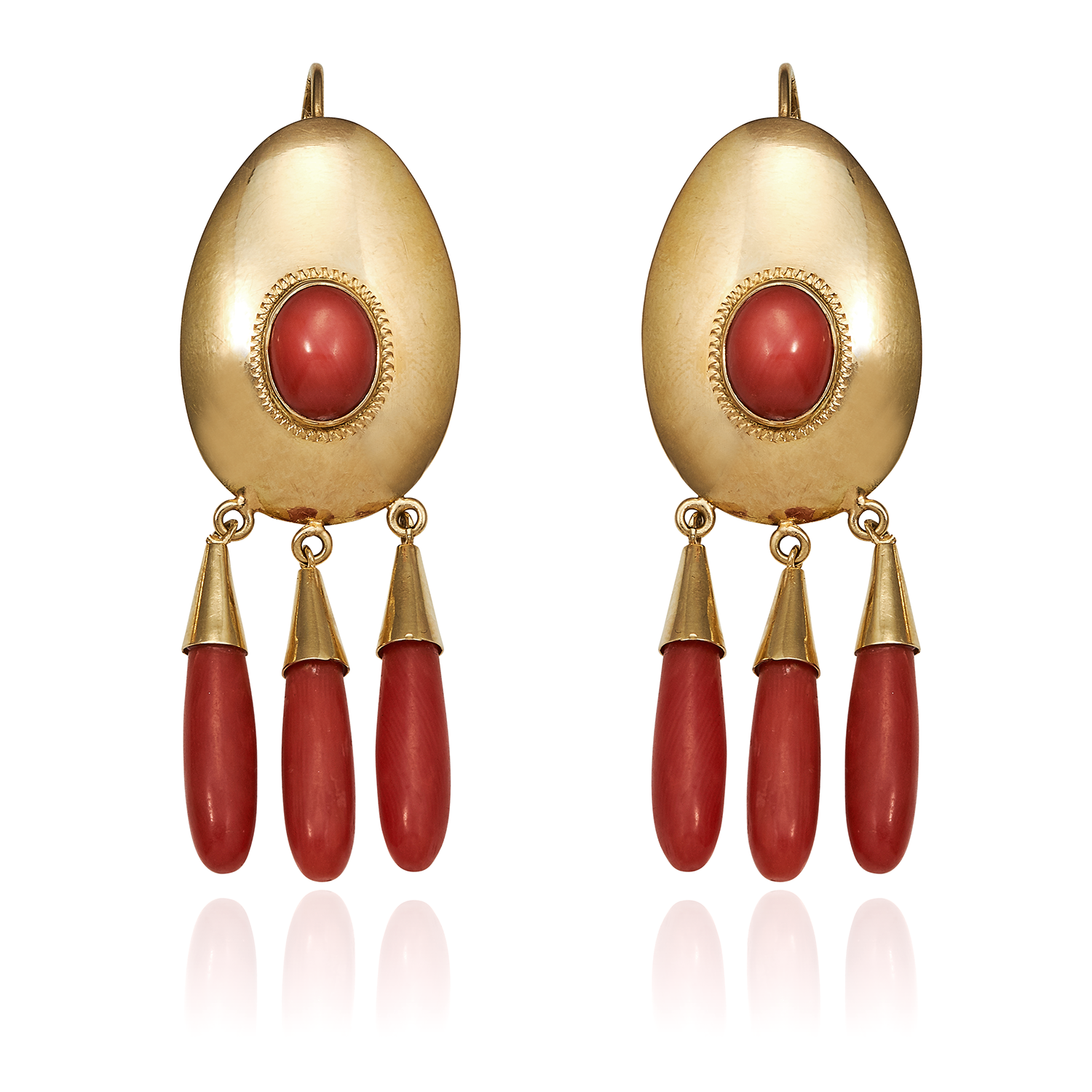 Los 59 - A PAIR OF CORAL EARRINGS, CIRCA 1940 in 18ct yellow gold, the oval bodies set with coral