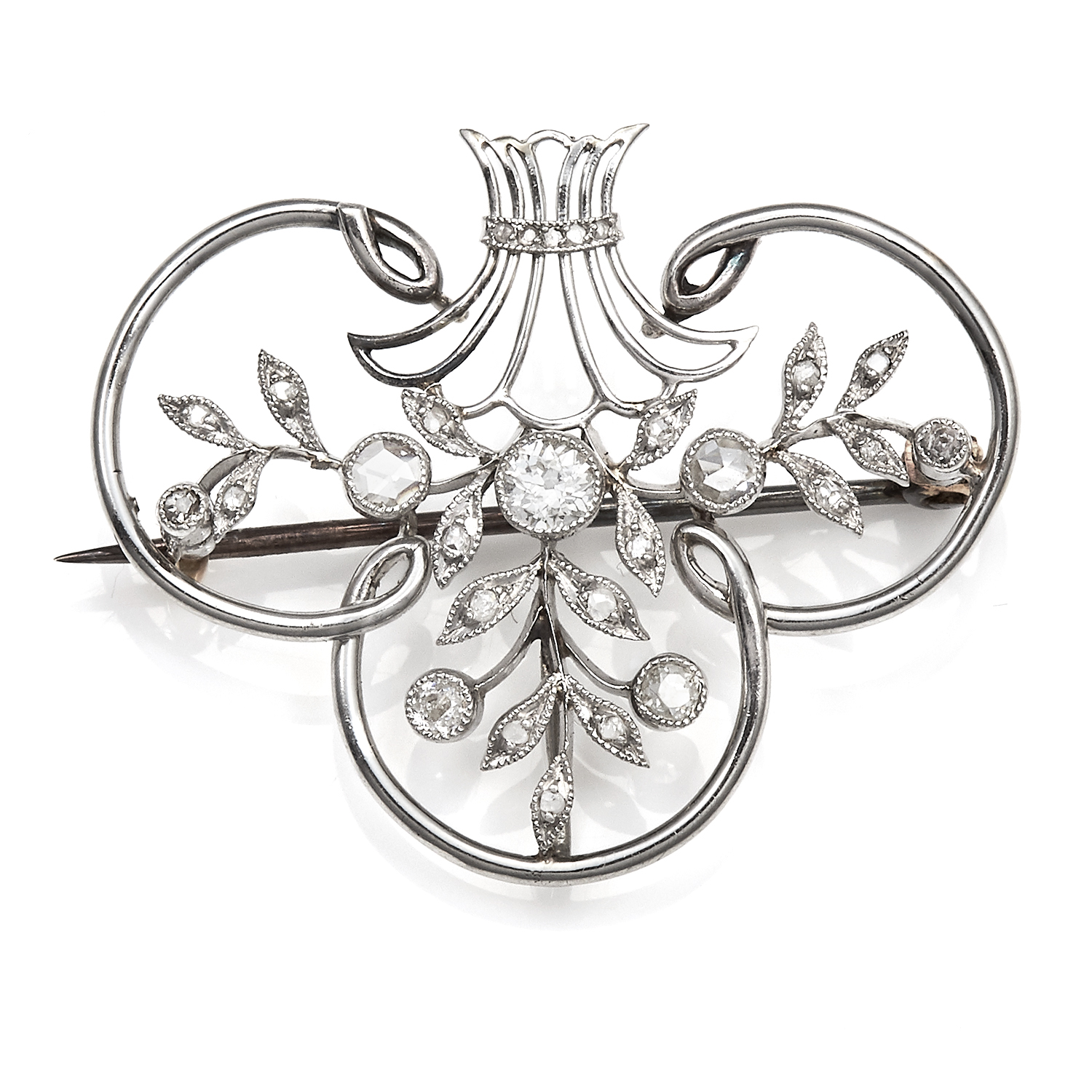Los 30 - AN ANTIQUE DIAMOND PENDANT / BROOCH, LATE 19TH CENTURY in platinum and yellow gold, set with round
