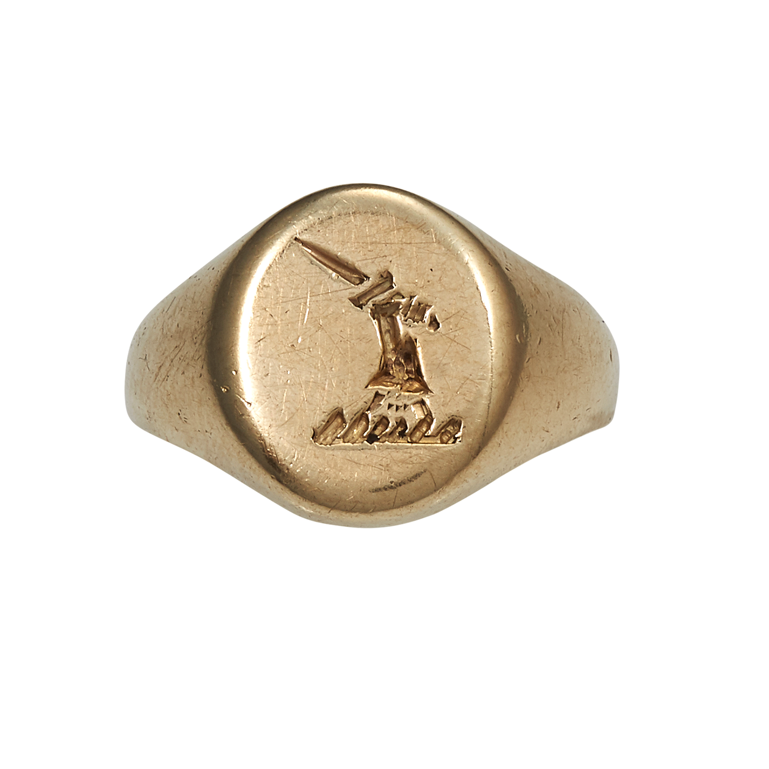 Los 18 - AN ANTIQUE INTAGLIO SIGNET RING in yellow gold, the oval face with engraved heraldic crest, size L /