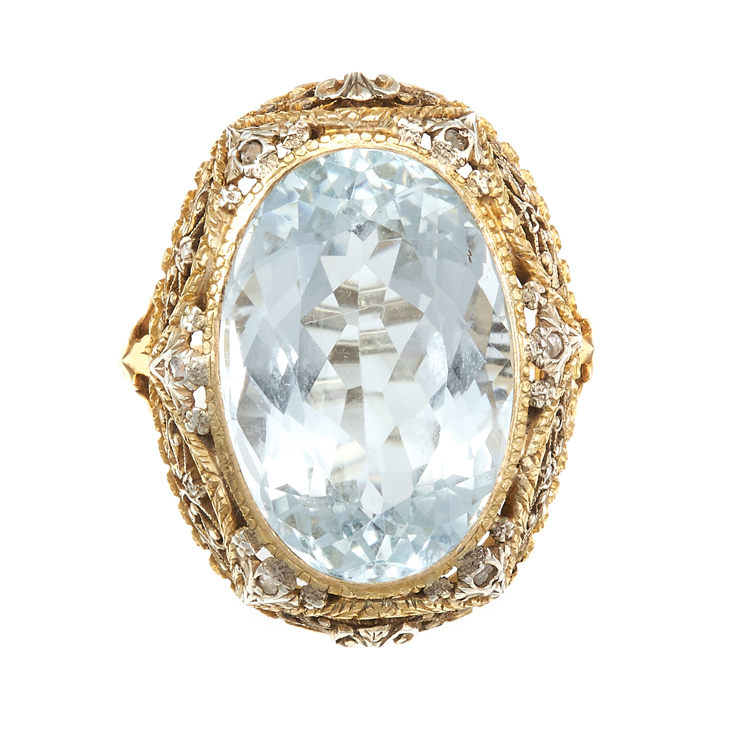 Los 3 - AN ANTIQUE AQUAMARINE AND DIAMOND RING in high carat gold, the oval cut aquamarine of 20.25 carats