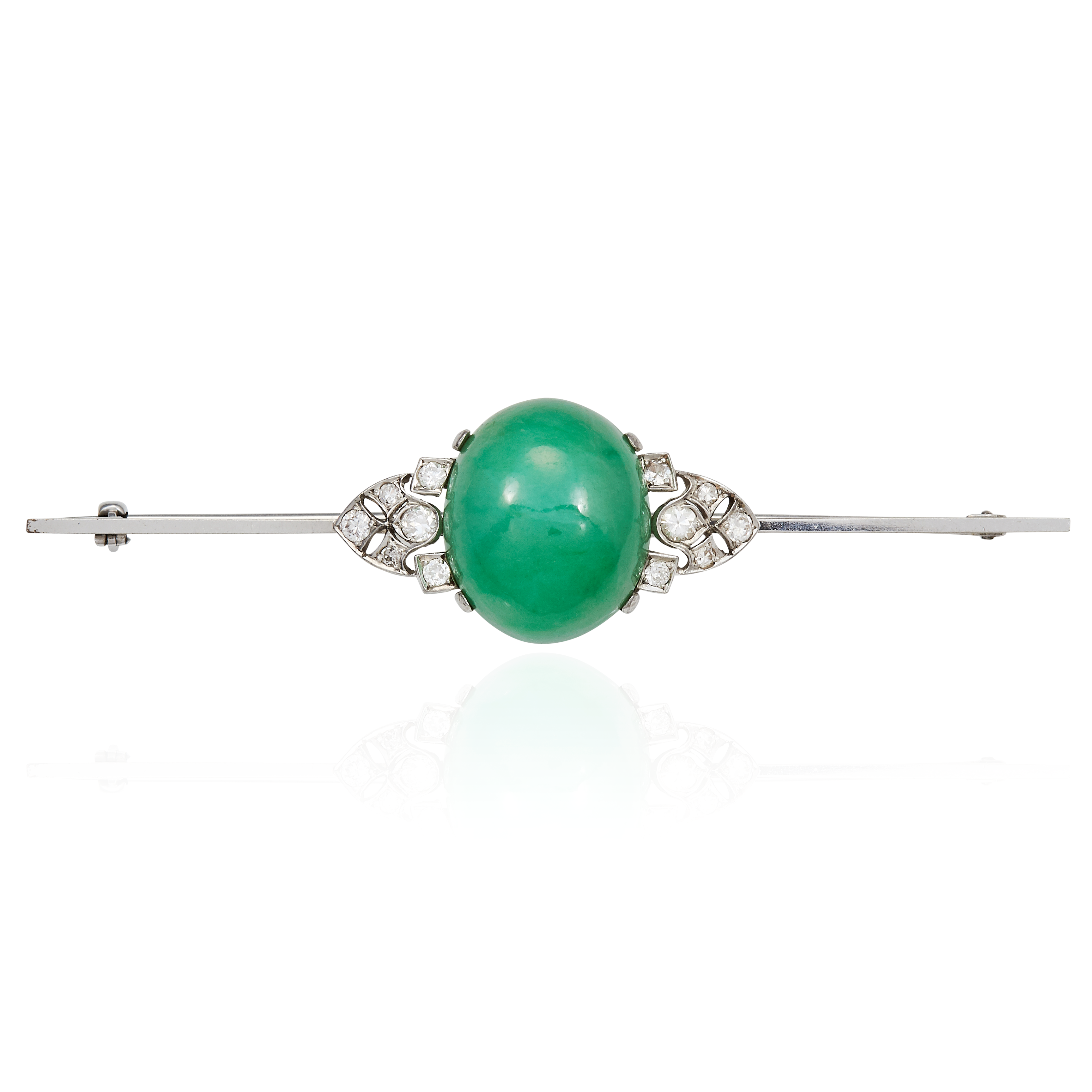 Los 38 - A JADE AND DIAMOND BAR BROOCH in white gold or platinum, set with a central oval jade cabochon
