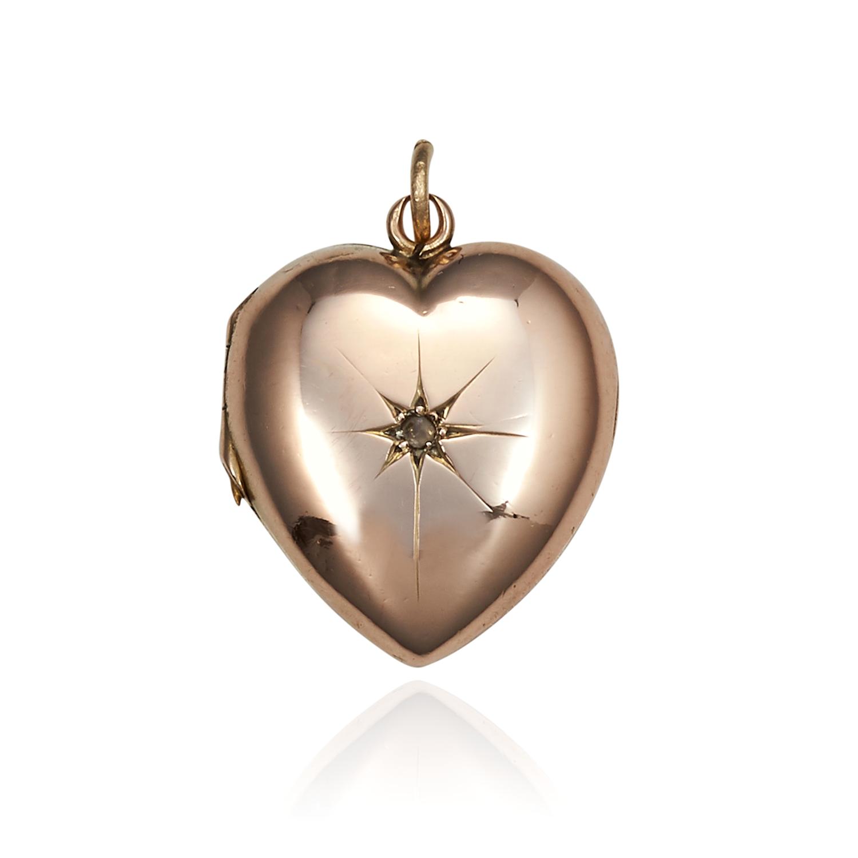 Los 20 - AN ANTIQUE DIAMOND HEART LOCKET / PENDANT CIRCA 1900 in yellow gold, heart shape hinged locket