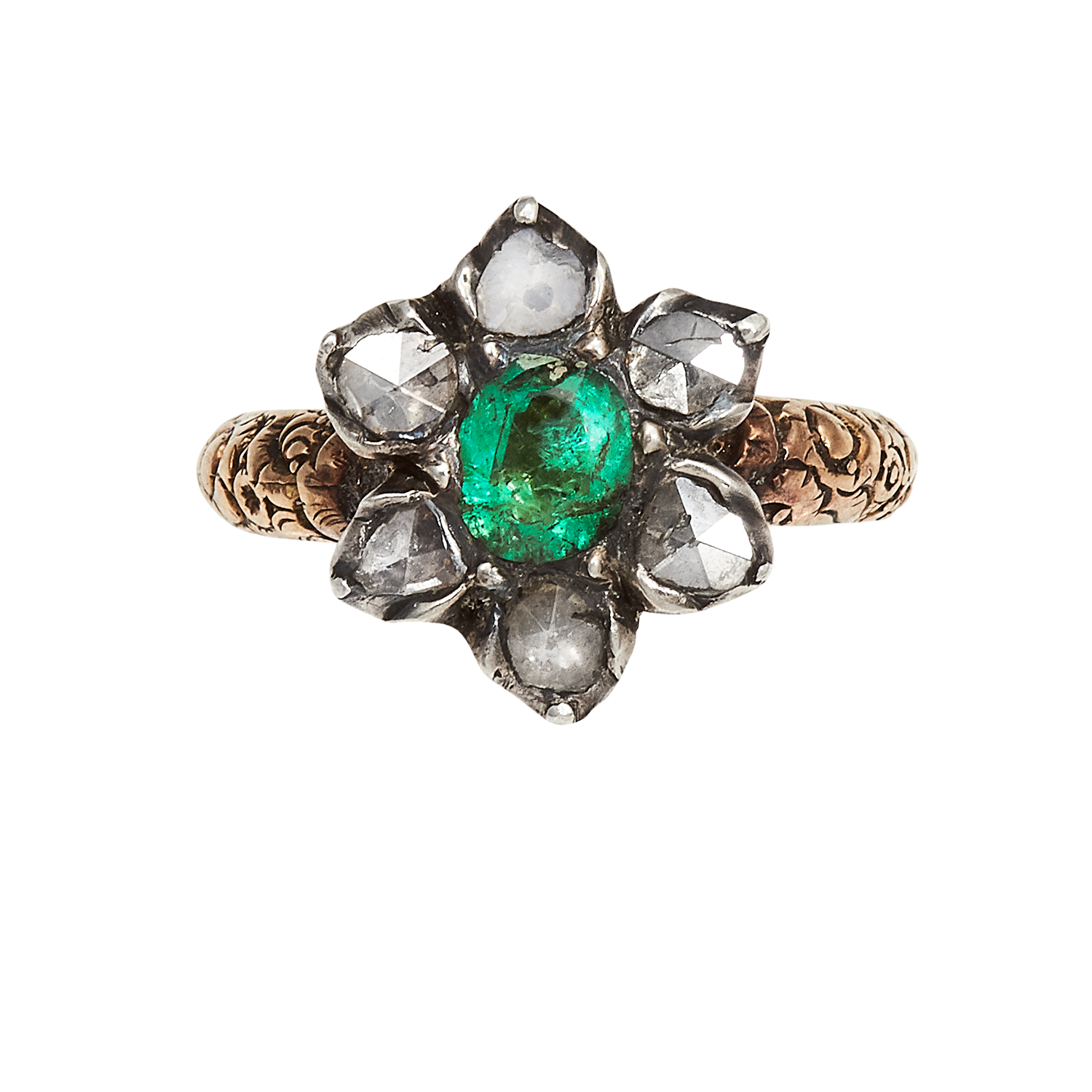 Los 8 - AN ANTIQUE EMERALD AND DIAMOND CLUSTER RING, EARLY 19TH CENTURY in yellow gold and silver, set