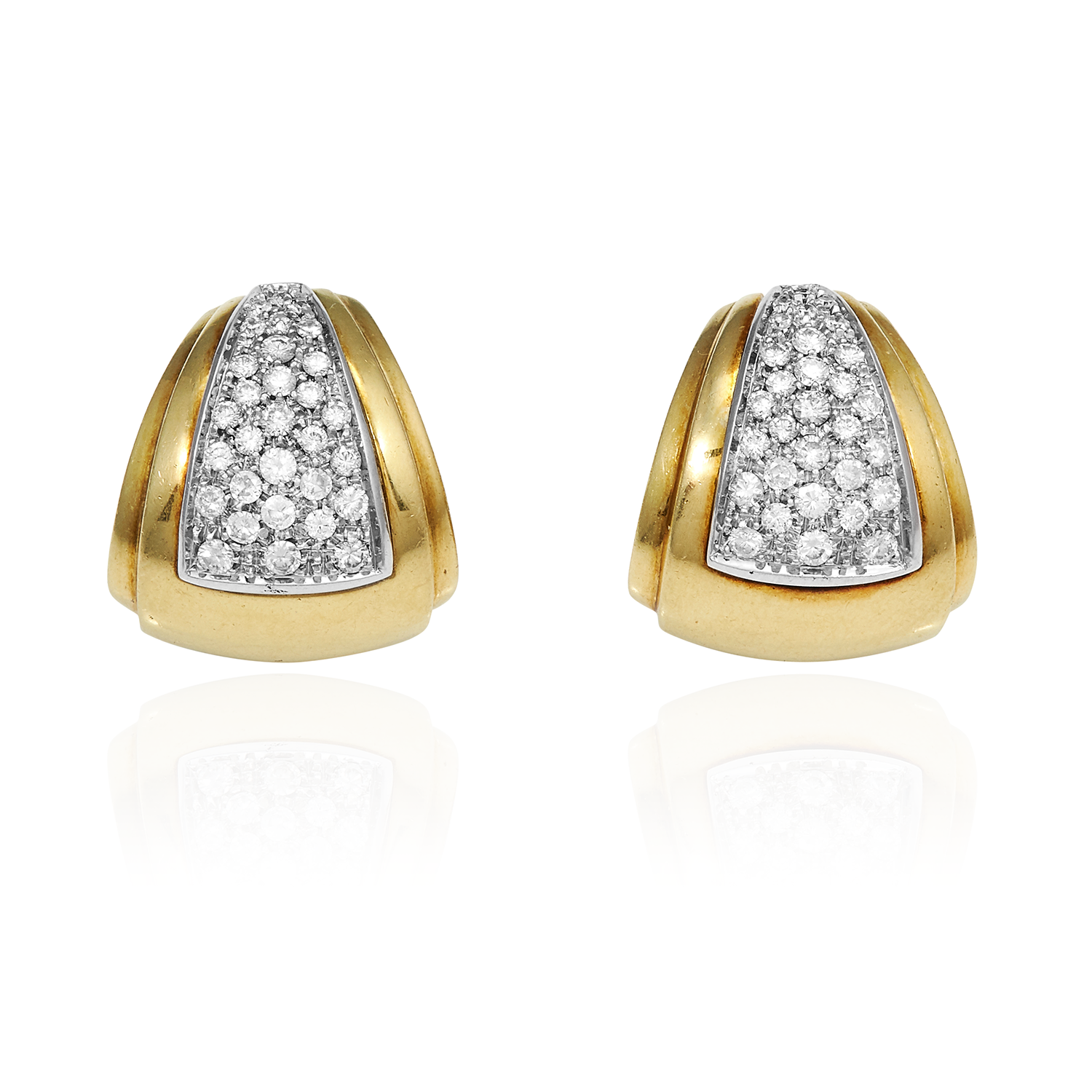 Los 49 - A PAIR OF VINTAGE DIAMOND EARRINGS in 18ct yellow gold, jewelled with round cut diamonds in a