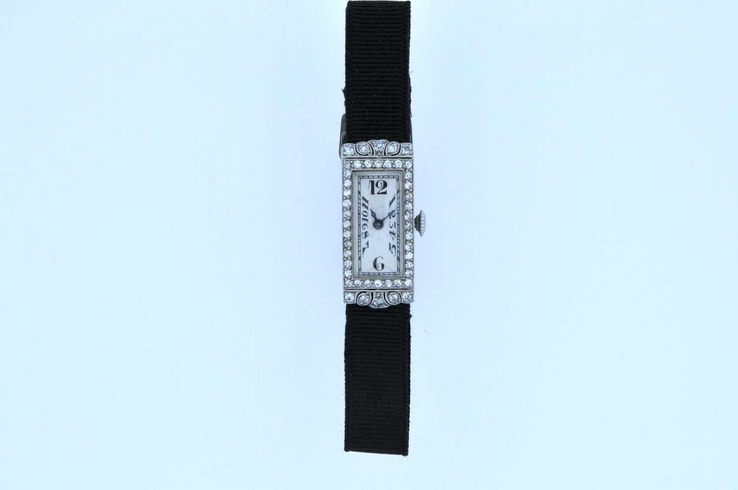 Damenuhr Art-Deco Platin Damenuhr mit Achtkantdiamanten, zus.ca. 0,60 ct, Handaufzug, Ankerwerk, - Bild 4 aus 4