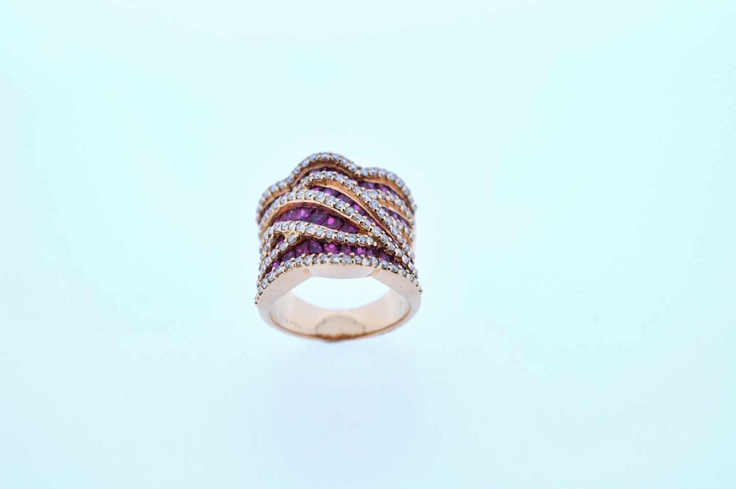 Ring Rotgoldener 18 kt Ring mit Brillanten, zus. ca. 1,37 ct und Rubinen, zus.ca. 4,87 ct, Ringweite