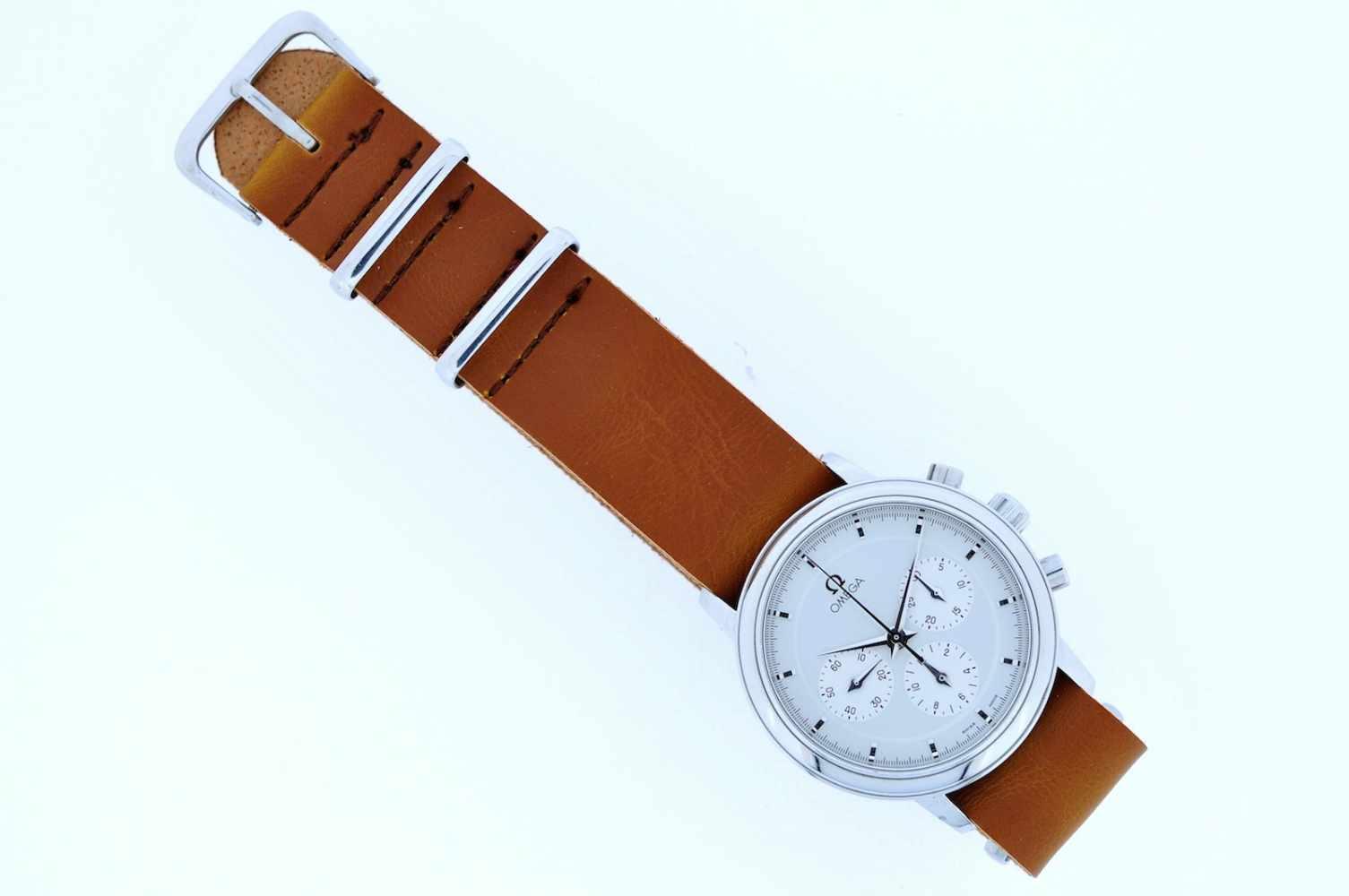 Omega Edelstahl Armbanduhr an Lederband, Omega, Chronograph, Stoppfunktion, Kaliber 861, Handaufzug,