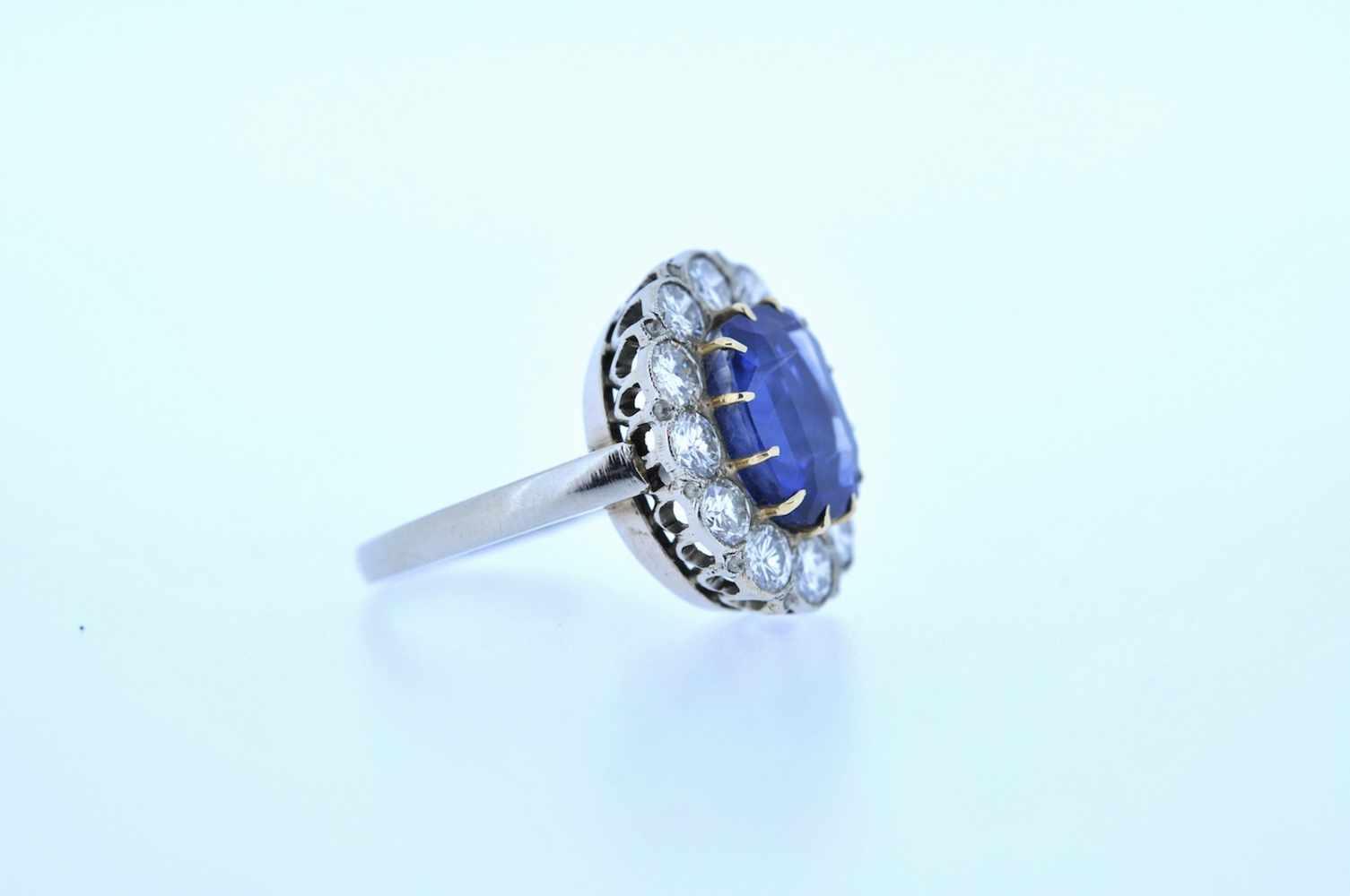Ring Weißgoldener Ring mit Brillanten, zus. ca. 2 ct und einem Saphir, ca. 4,5 ct, Ringweite 54, 5,8 - Bild 2 aus 3