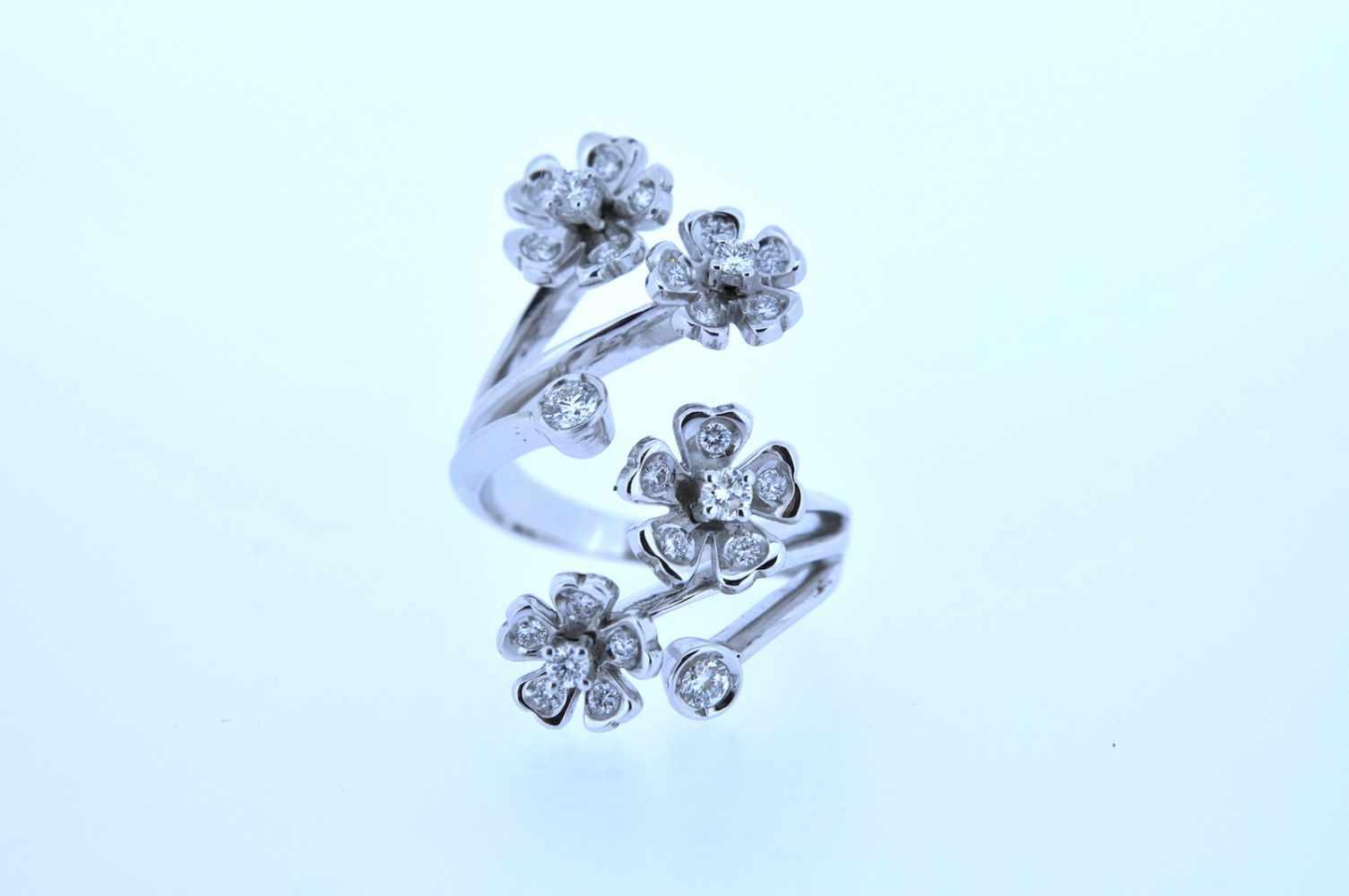 Ring Weißgoldener 18kt Ring mit Brillanten, zus.ca. 0,75 ct, Ringweite 56, 11,9 g. Ring Ring with