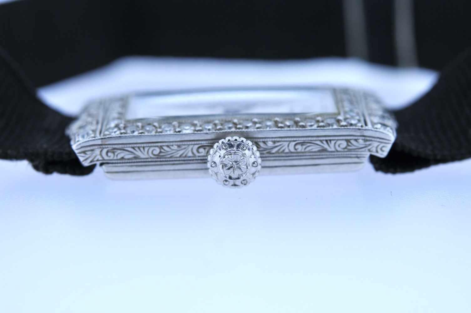 Damenuhr Art-Deco Platin Damenuhr mit Achtkantdiamanten, zus.ca. 0,60 ct, Handaufzug, Ankerwerk, - Bild 3 aus 4
