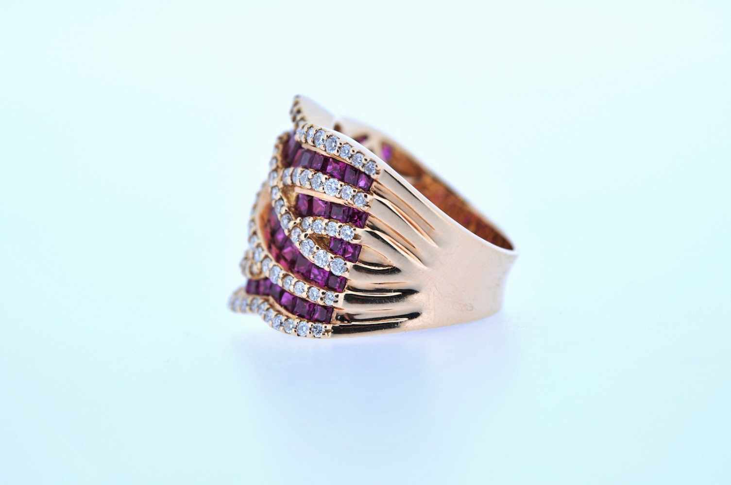Ring Rotgoldener 18 kt Ring mit Brillanten, zus. ca. 1,37 ct und Rubinen, zus.ca. 4,87 ct, Ringweite - Bild 2 aus 3