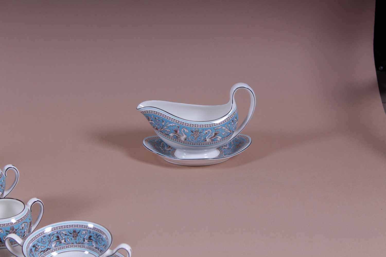 Tafelgeschirr Feines Tafelgeschirr von Wedgwood, Florentine Turquoise, 106-teiliges Service für 12 - Bild 4 aus 4