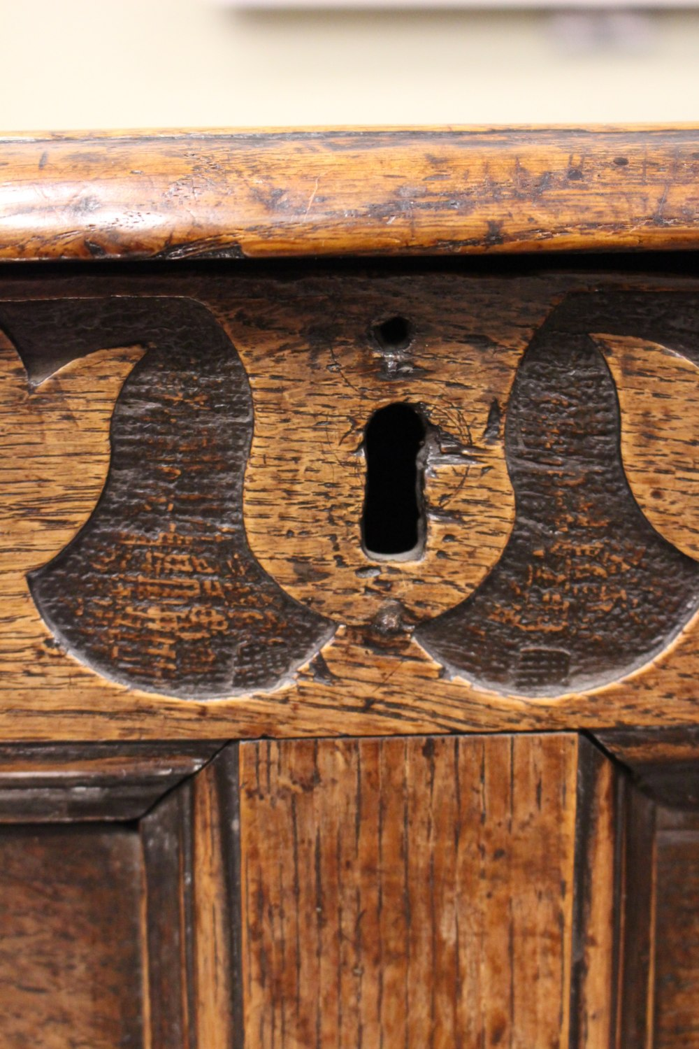 Lot 22 - AN OAK COFFER/BLANKET BOX, hinged with simple clout nails & peg construction, having a simple band