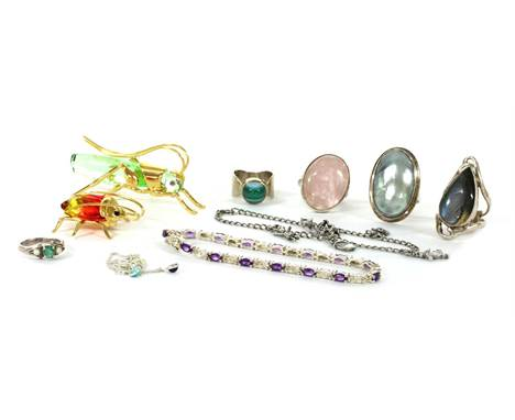 A quantity of silver jewellery, to include an emerald and split pearl ring, a sterling silver opal and sapphire cluster ring,