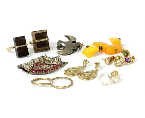 A quantity of jewellery, to include a pair of 9ct gold cubic zirconia set drop earrings, Sheffield, one butterfly deficient,