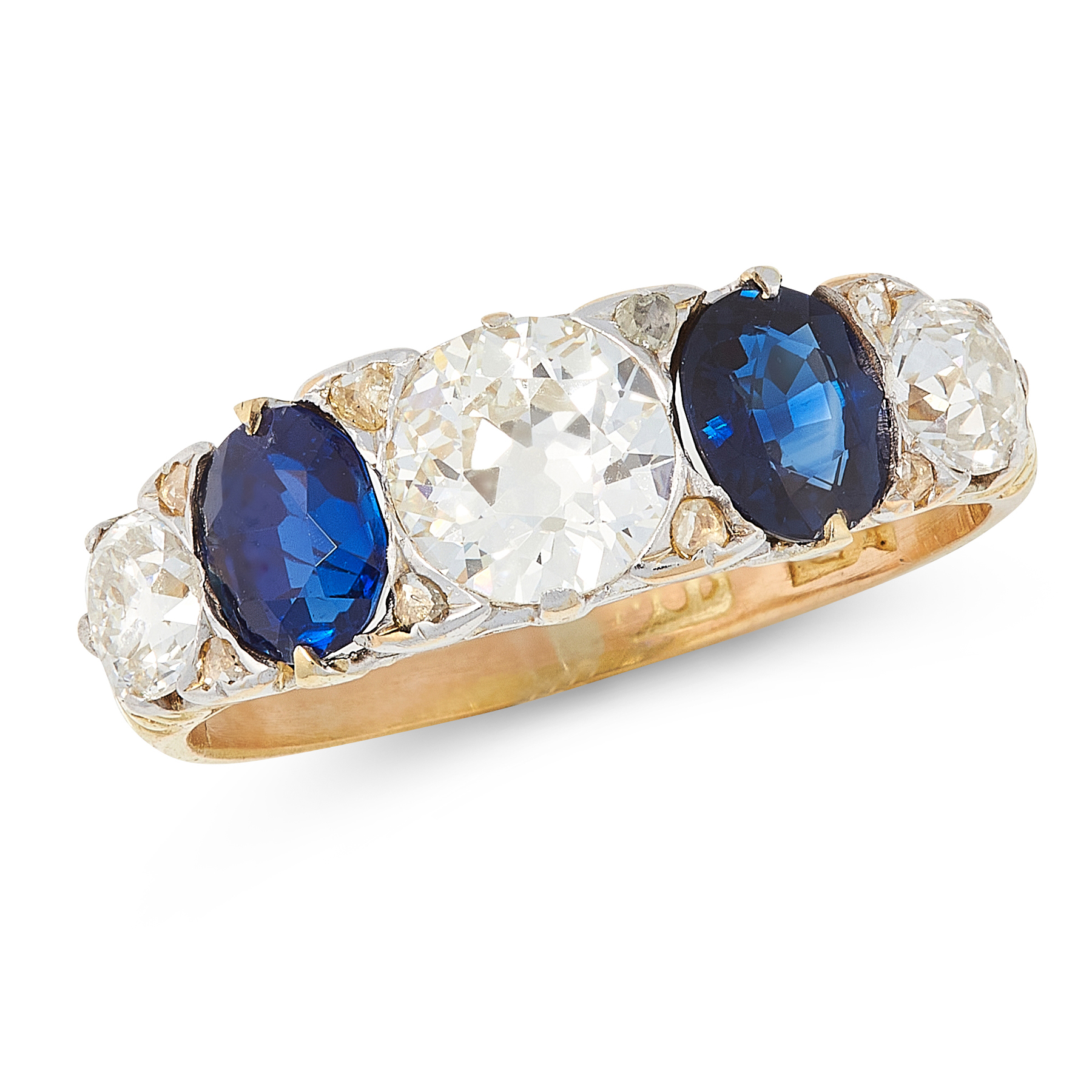 AN ANTIQUE SAPPHIRE AND DIAMOND RING in 18ct yellow gold, set with a trio of old cut diamonds of 0.