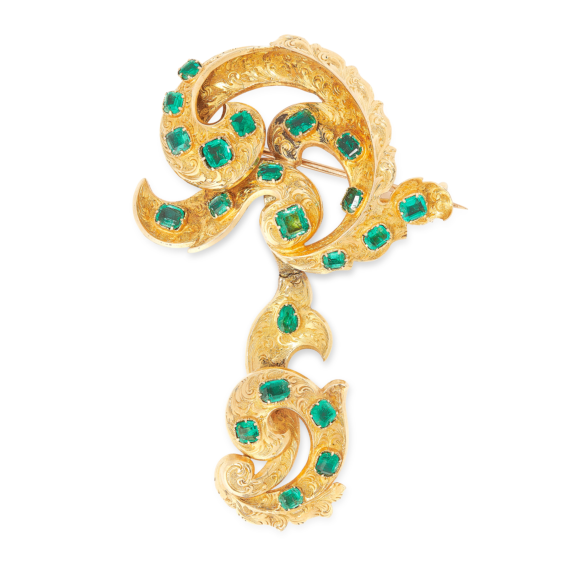 AN ANTIQUE EMERALD BROOCH, 19TH CENTURY in yellow gold, of foliate scroll design, the articulated