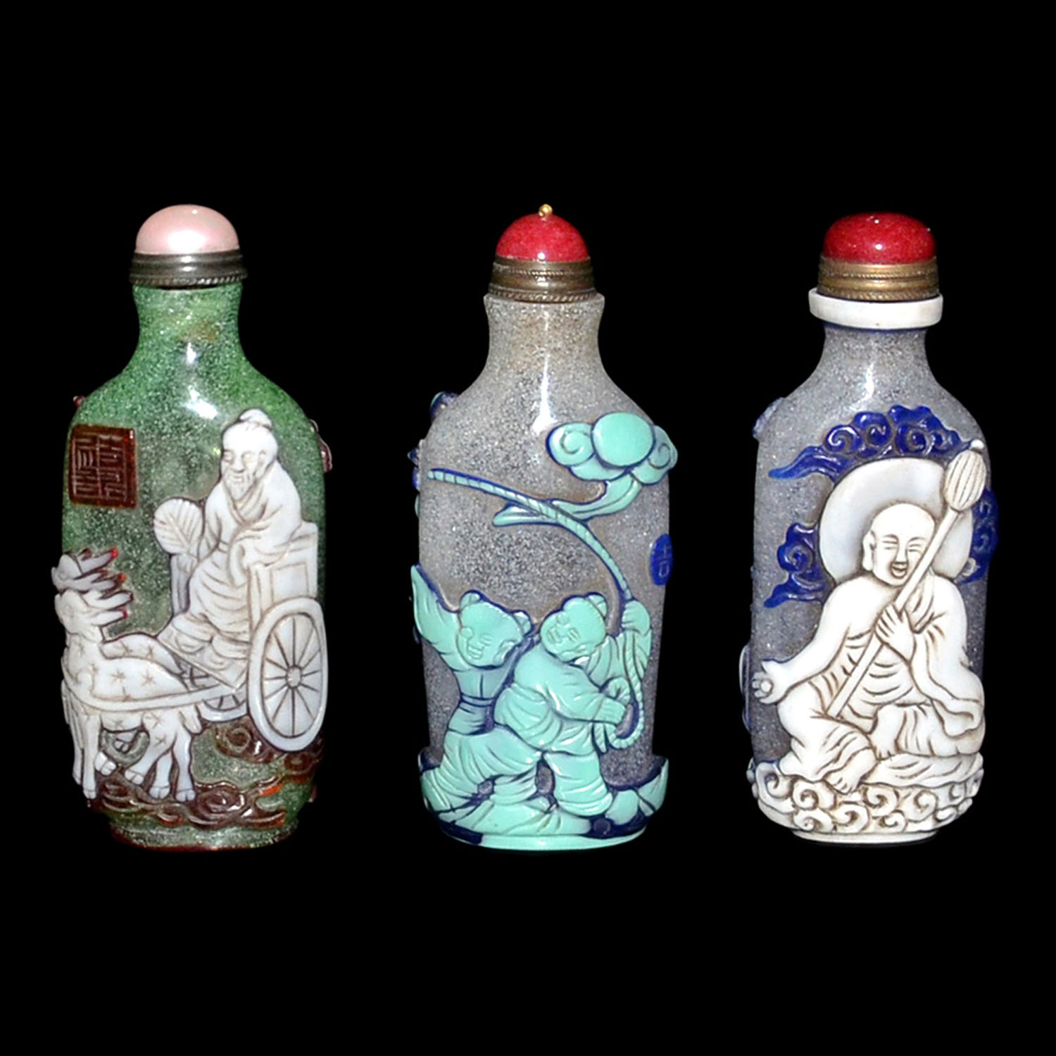 Lot 42 - 料彩童戲、羅漢、仙人鹿車鼻煙壺一套三件 Assorted Three Overlay Glass Snuff Bottles with Carved Luohan, Children at