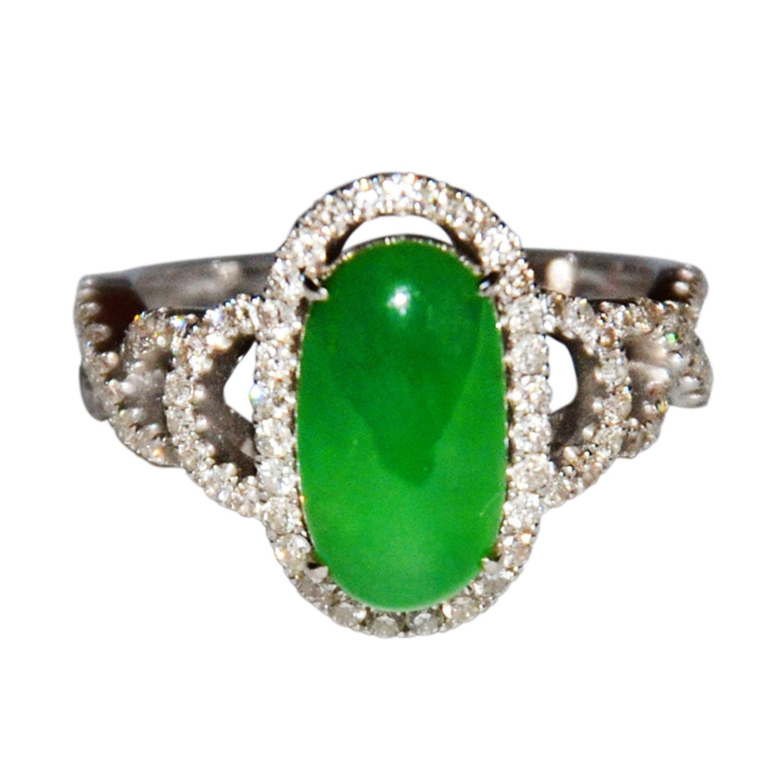 Lot 6 - 翡翠蘋果綠白金鑲鉆石戒指 天然綠色純淨,清新自然,款式時尚。附美國寶石學院GIA鑒定證書 No.1142960356 A Jadeite and Diamond Ring Set with an