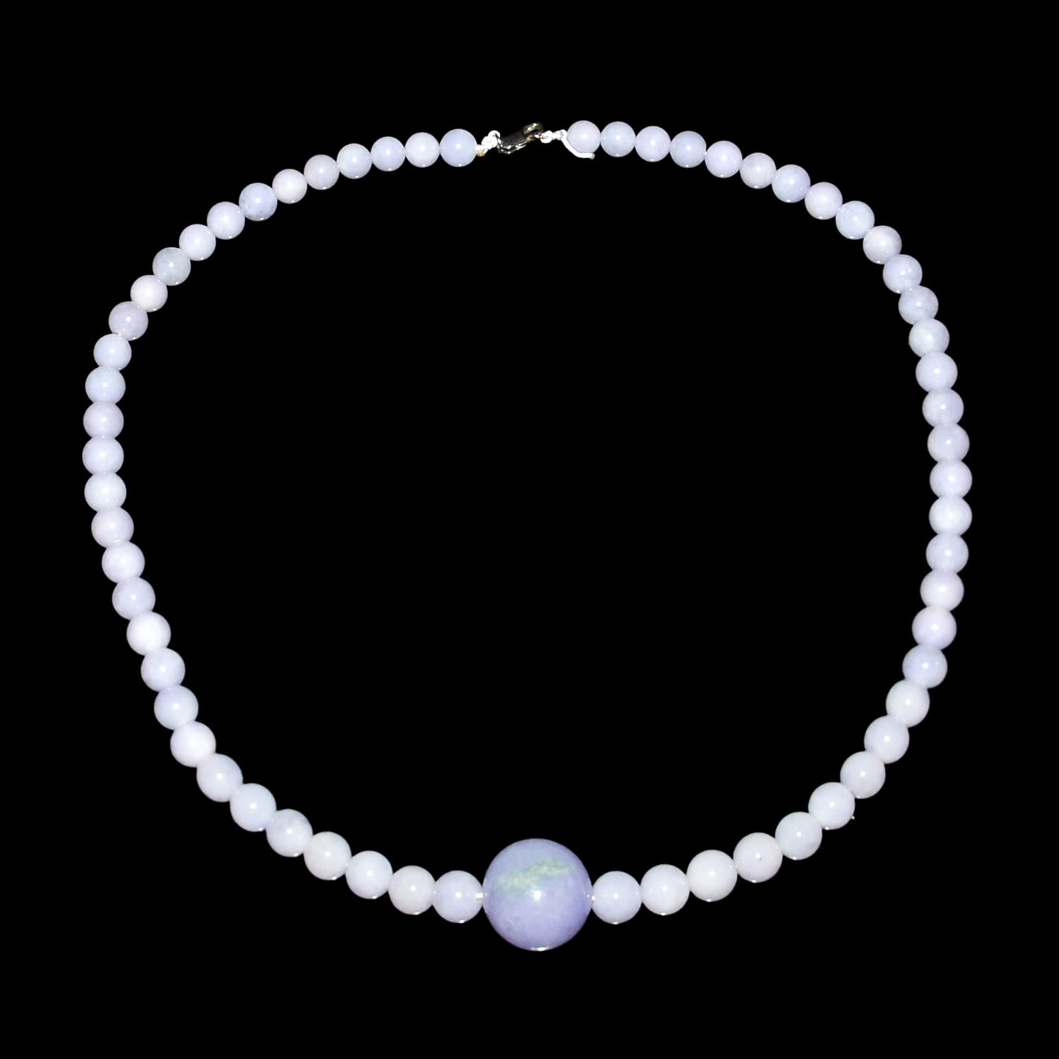 Lot 4 - 紫羅蘭翠玉珠鏈 Jadeite Lavender Bead Necklace with Central Bead  Diameter: 6½ in (16.5 cm)  Weight: 74 g