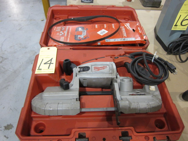 Lot 14 - BANDSAW, MILWAUKEE, H.D., w/extra blade & case