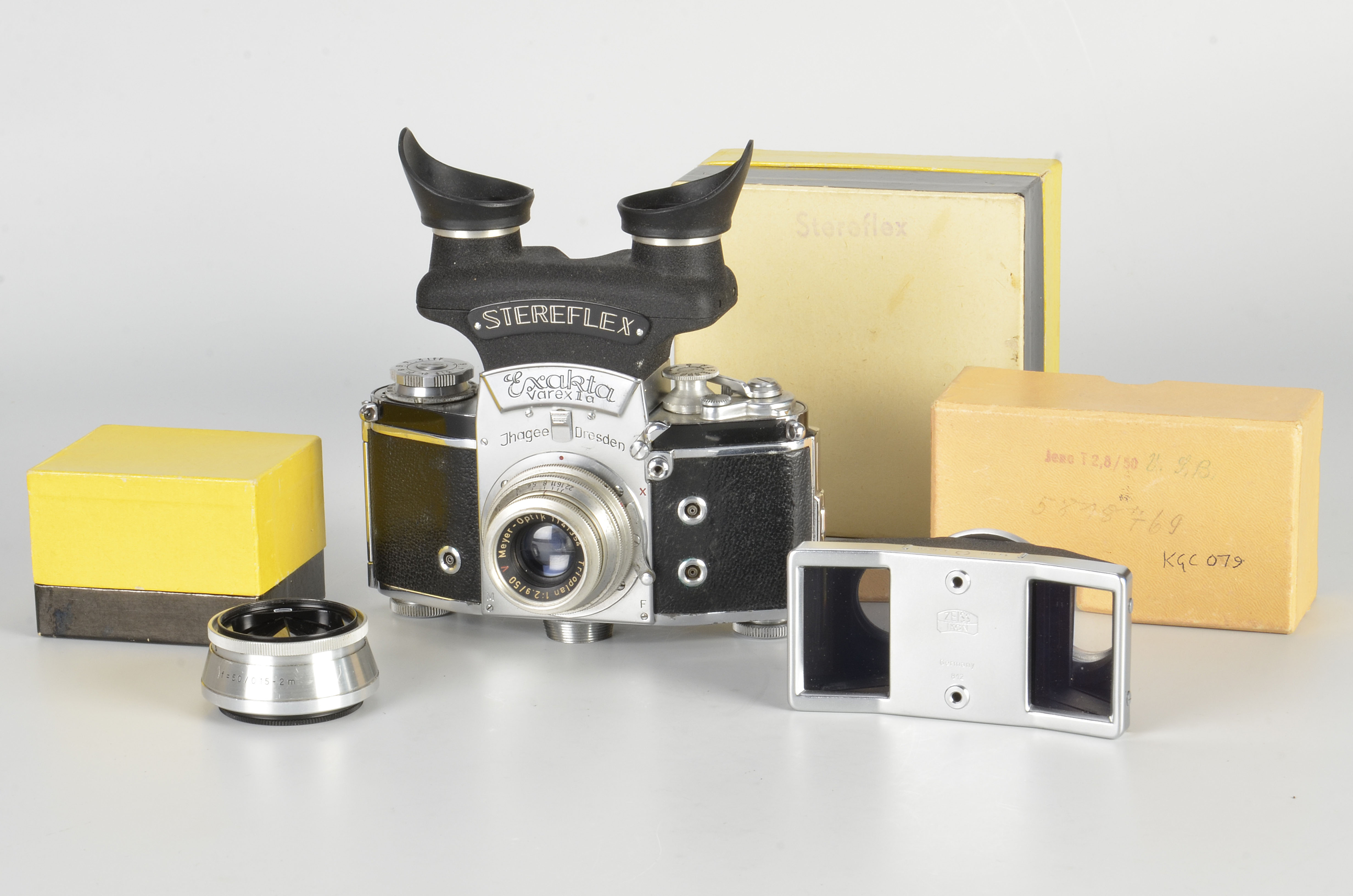 An Ihagee Exakta Varex VX Stereflex Camera, chrome, serial no. 820975, with Meyer-Optik Trioplan f/