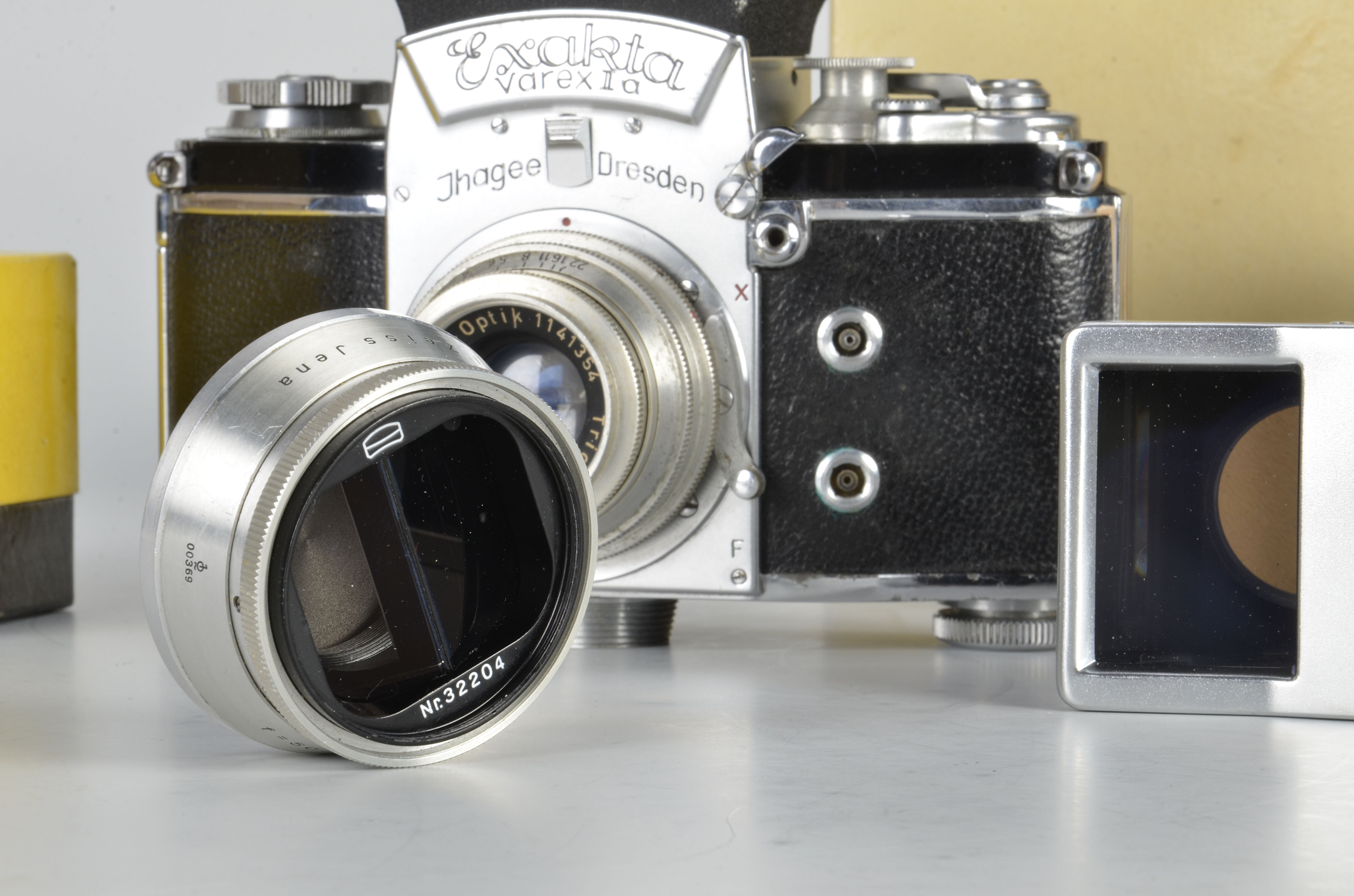 An Ihagee Exakta Varex VX Stereflex Camera, chrome, serial no. 820975, with Meyer-Optik Trioplan f/ - Image 2 of 2