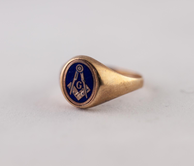Lot 222 - 9ct GOLD MASONIC SIGNET RING. With enamelled Masonic motif, ring size S1/2, 4.12g