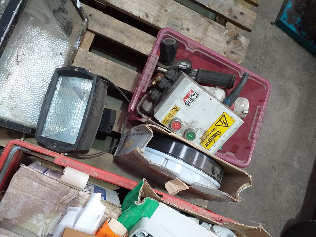 Lot 176 - A Mixed Pallet of Electrical Items