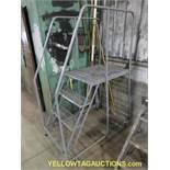 Cotterman 4' Step Ladder | 450 lb Capacity