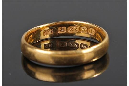 22 carat gold wedding band ring size Q 39 grams