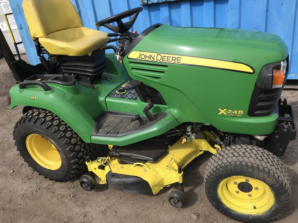 Lot 2 - JOHN DEERE X748 ULTIMATE 4WD RIDE ON MOWER YEAR 2009 622 RECORDED HRS HYDRAULIC LIFTING CUTTER